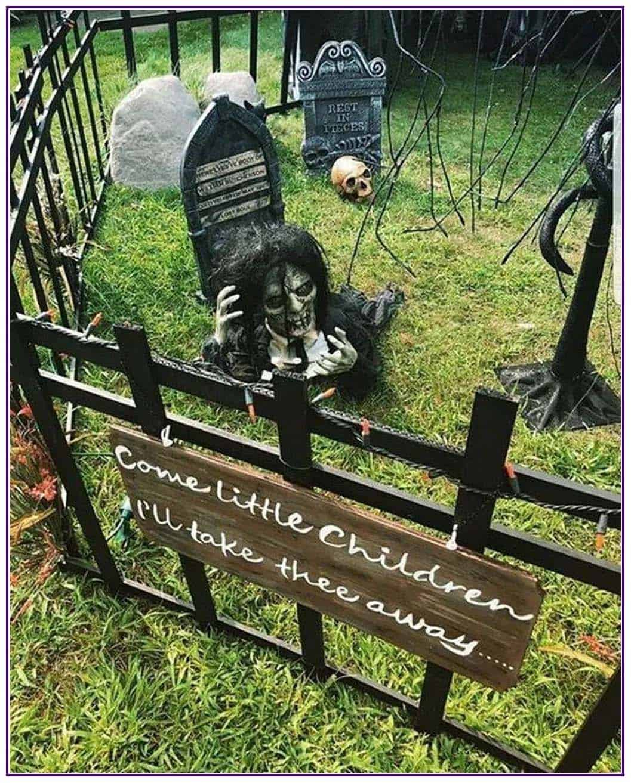 outdoor-halloween-decorating