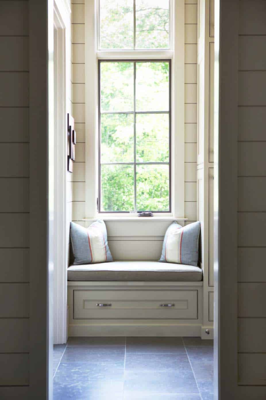 waterfront-house-traditional-window-seat