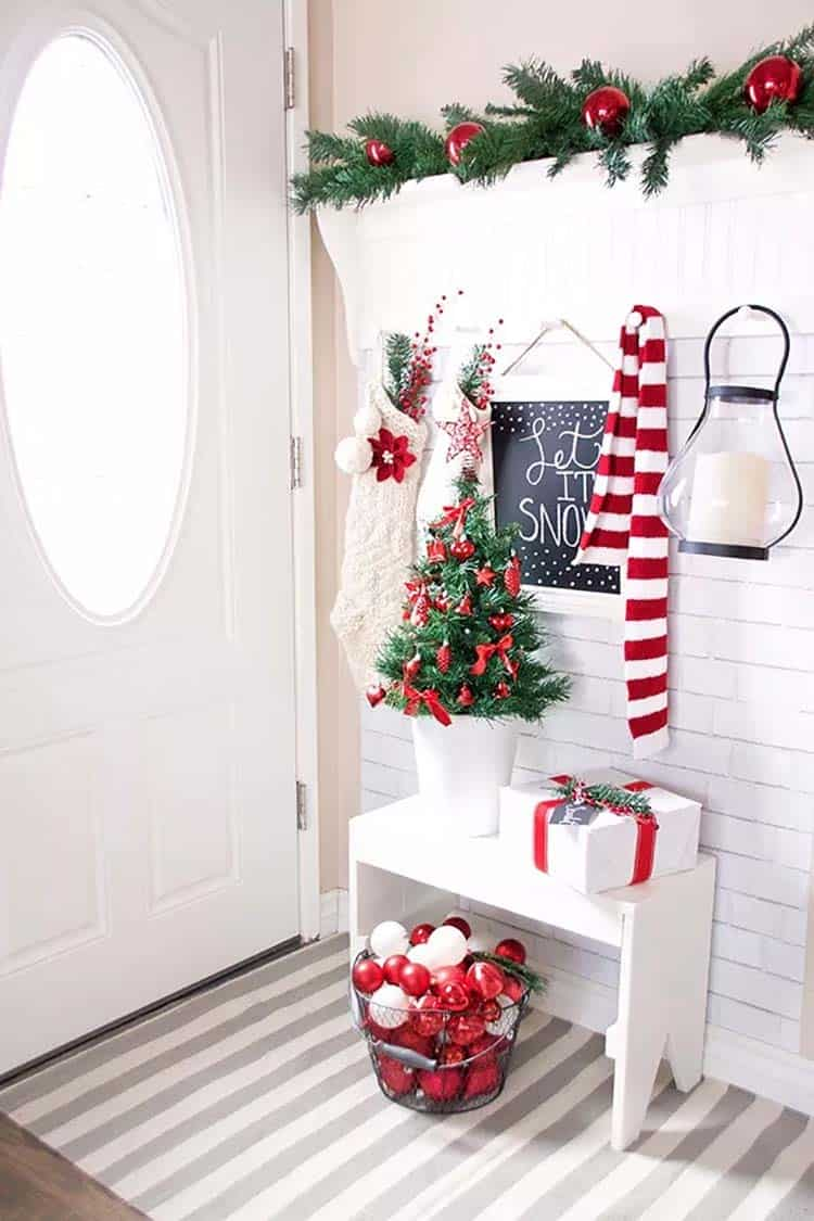 christmas-decorated-entryway-country-accents