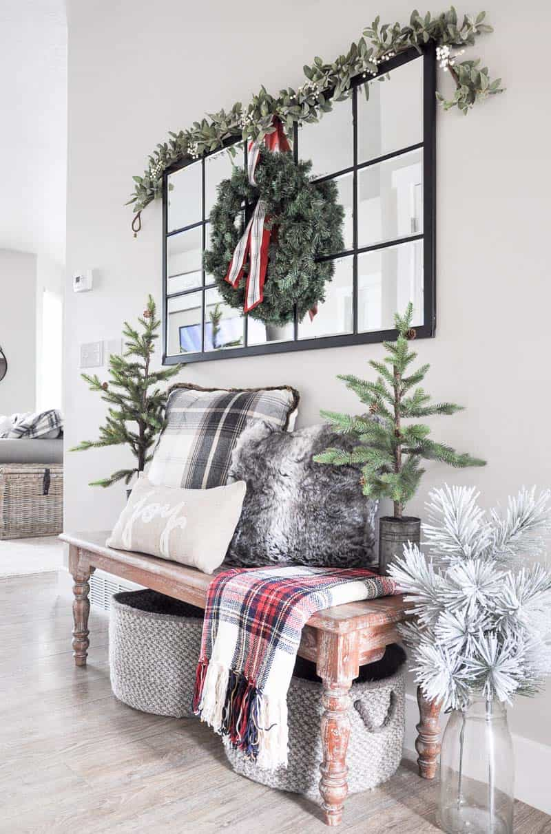 christmas-decorated-entryway-wooden-bench