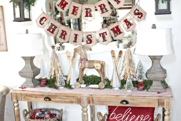 featured posts image for 25 Warm And Welcoming Christmas Decorated Entryway Ideas