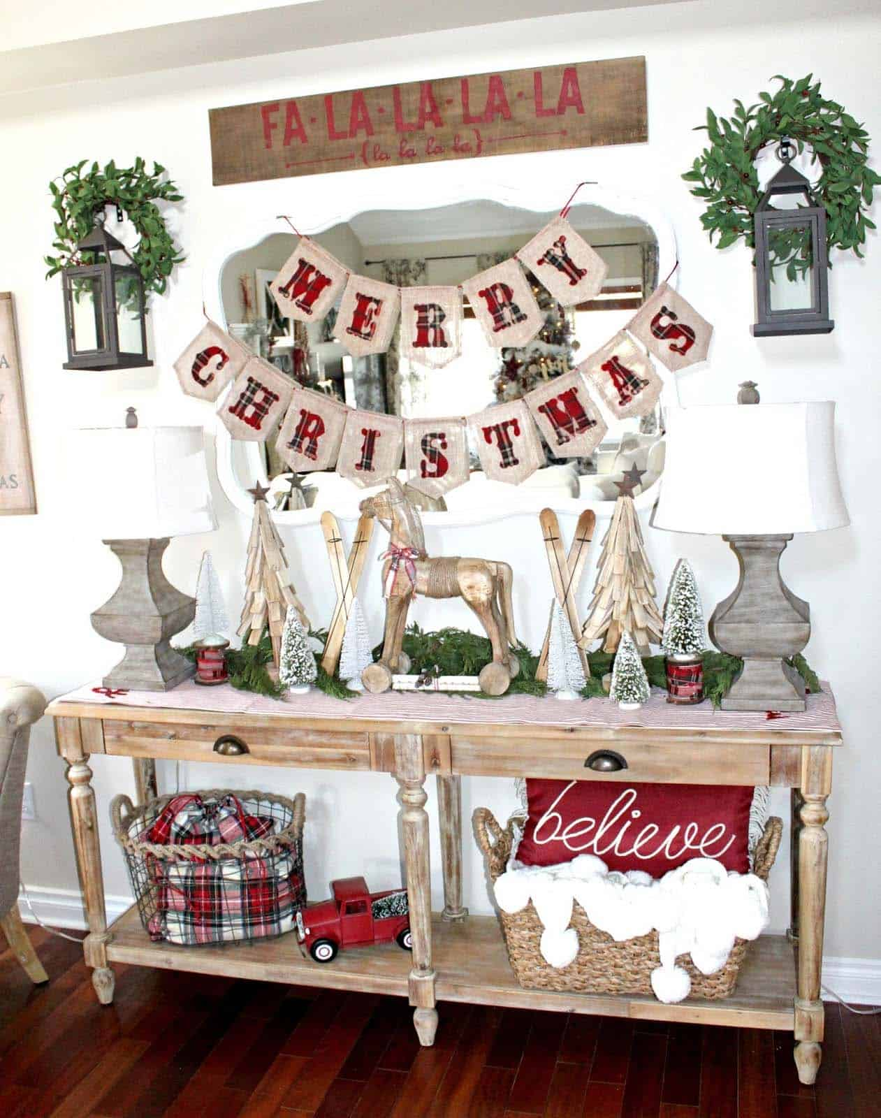 christmas-decorated-entryway-cheerful-holiday-decor