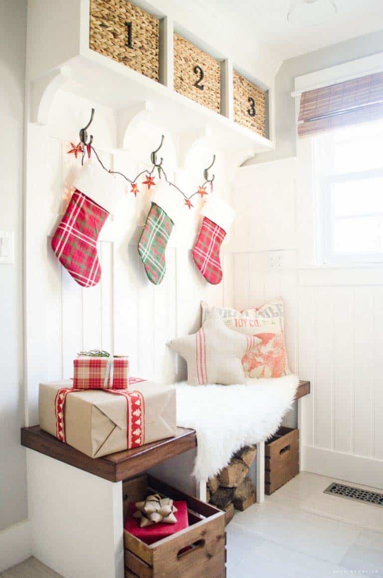 christmas-decorated-entryway-rustic-meets-nostalgic