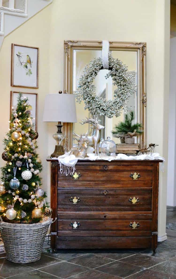 christmas-decorated-entryway-glamorous-decor