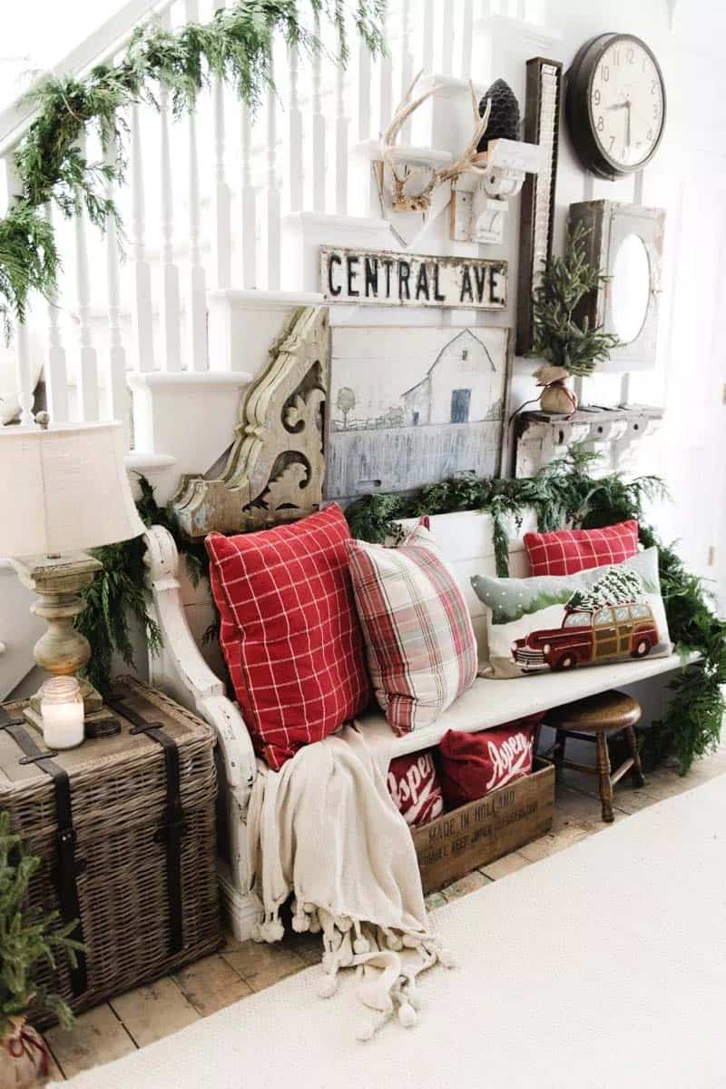 christmas-decorated-entryway-rustic-farmhouse