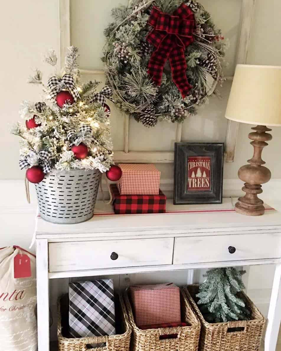 christmas-decorated-entryway-plaid-and-checkered