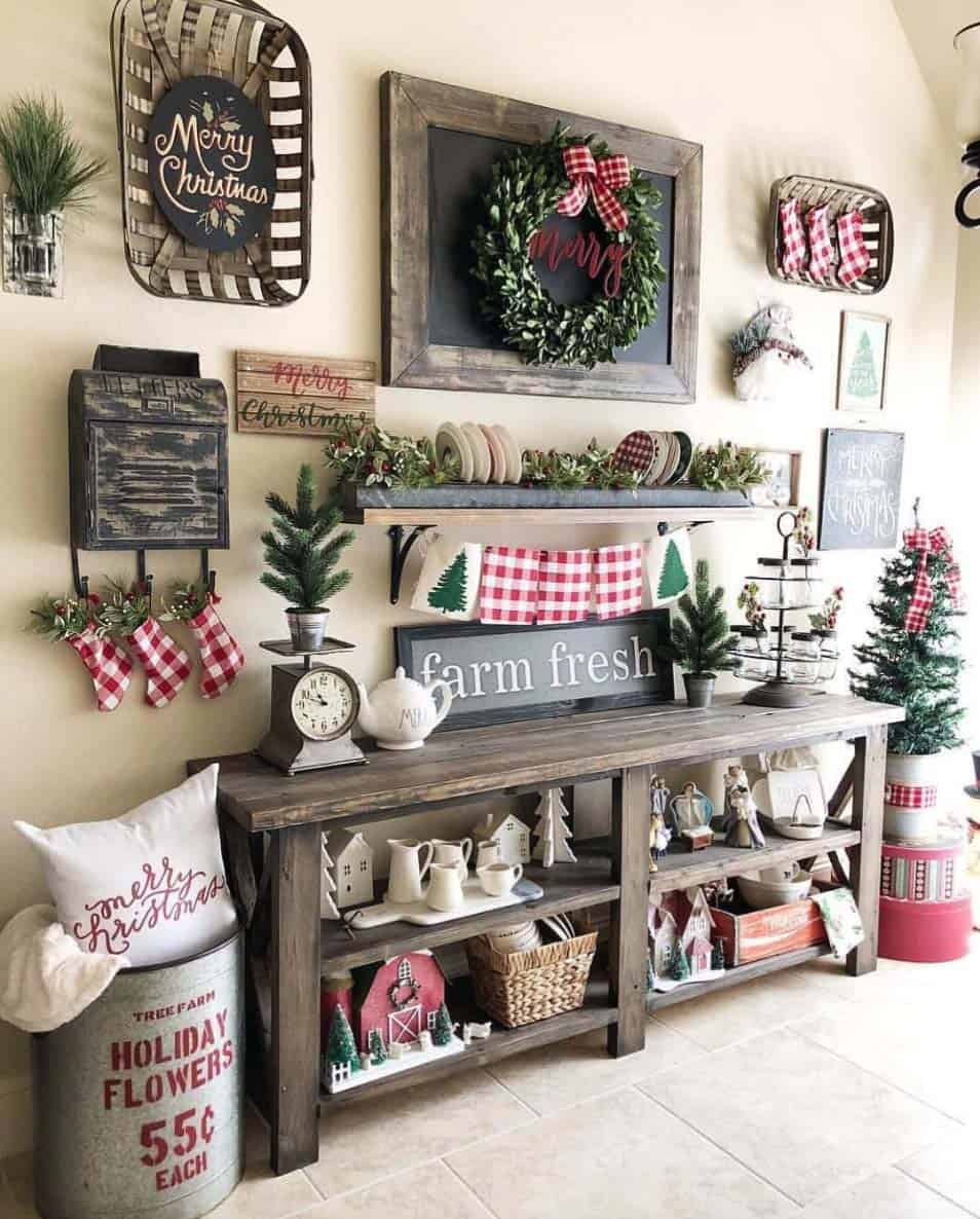 christmas-decorated-entryway-cheerful-decor