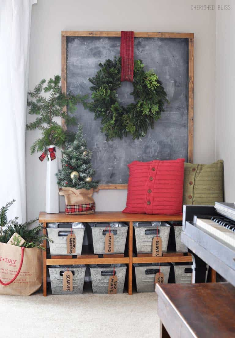 christmas-decorated-entryway-natural-colors-with-pops-of-red