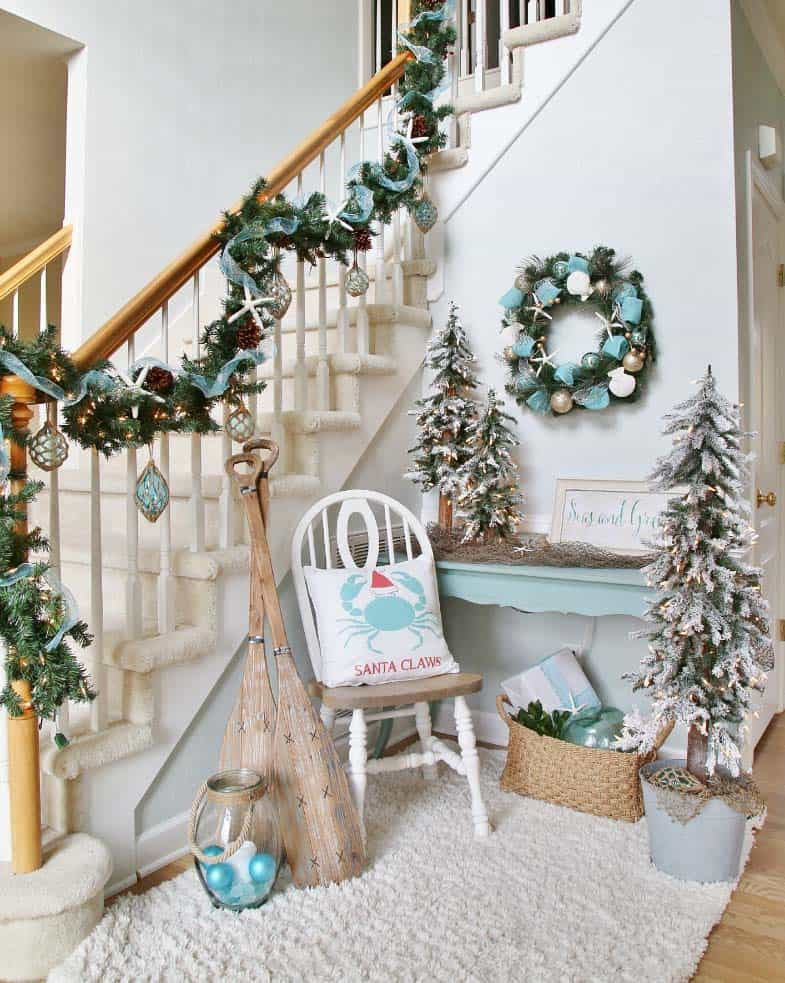 christmas-decorated-entryway-coastal-style