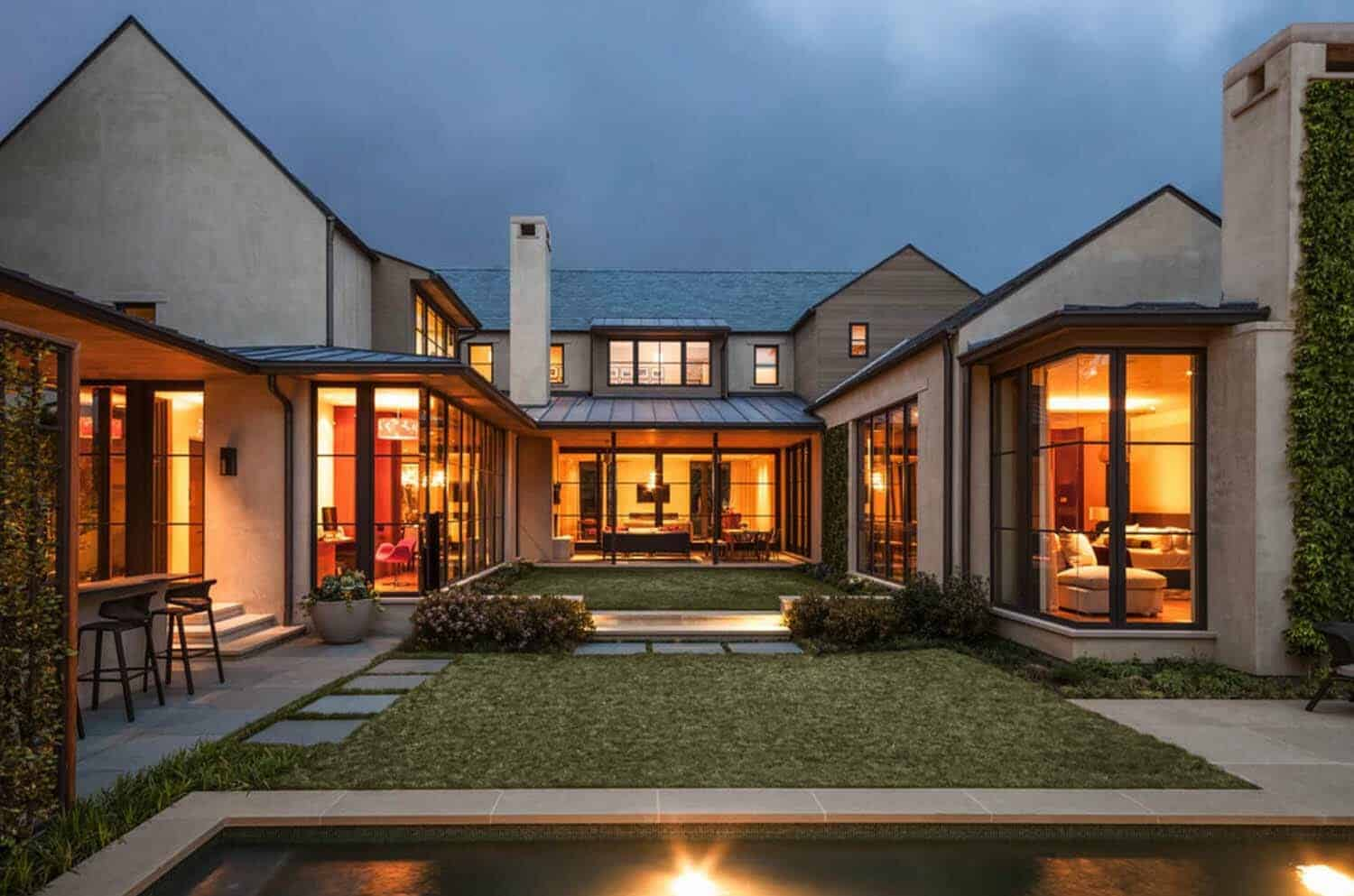 contemporary-courtyard-home-exterior