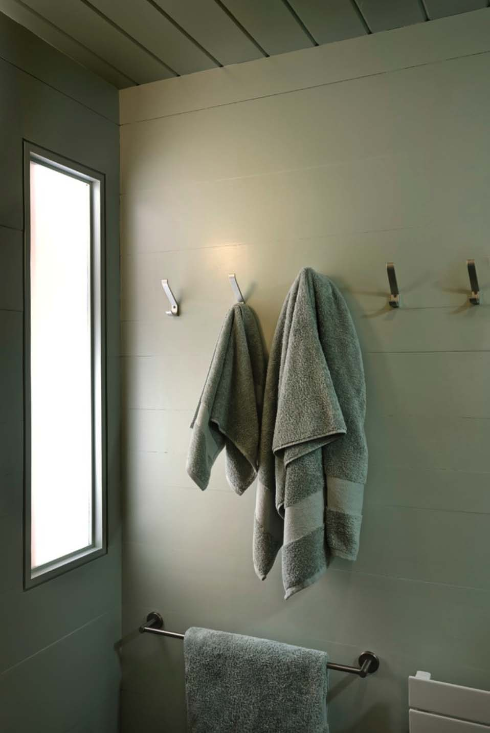 contemporary-guesthouse-bathroom