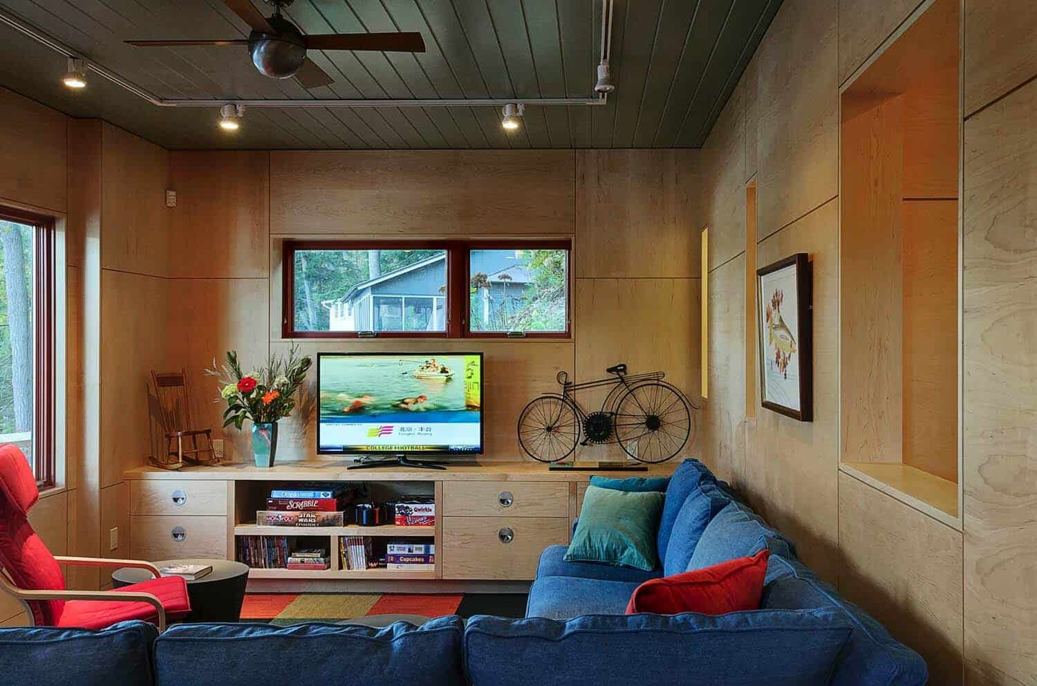 contemporary-guesthouse-family-room