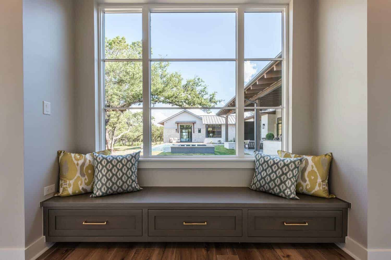 contemporary-window-seat
