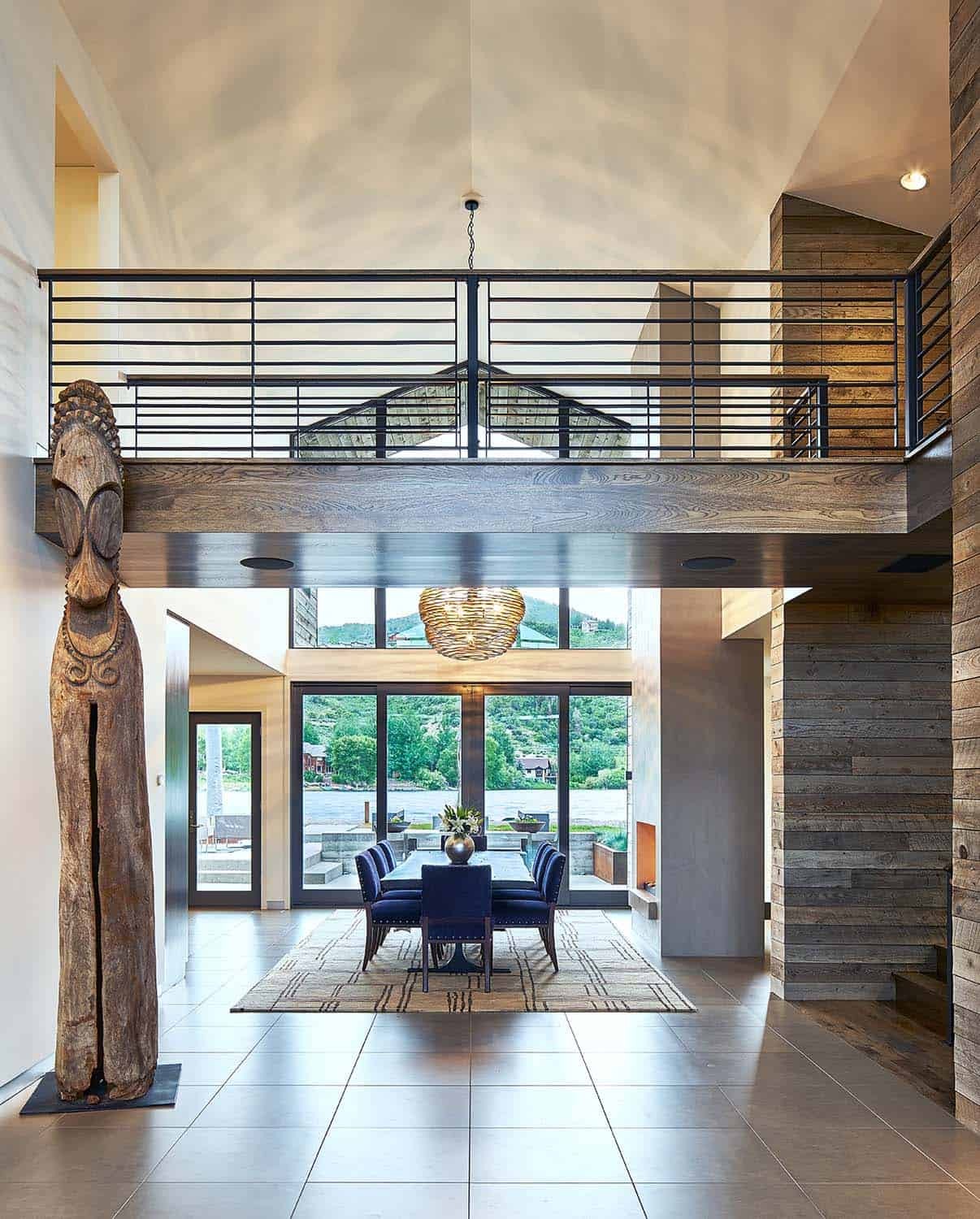 contemporary-lake-house-hall