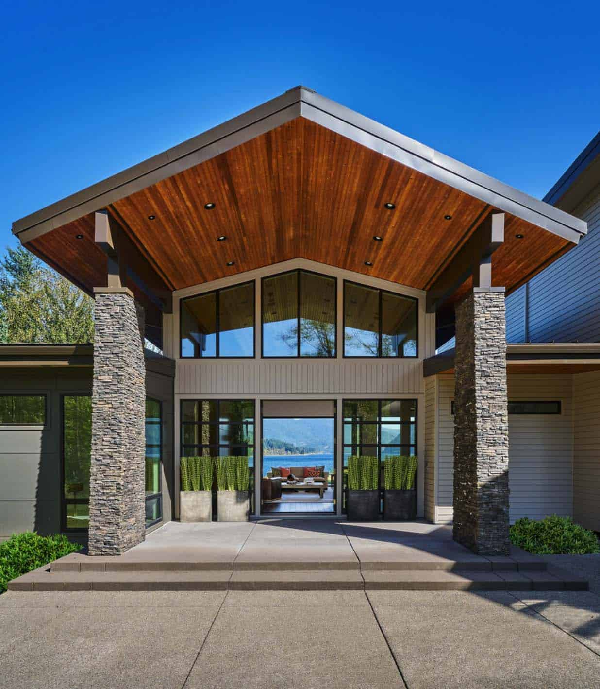 Lake Mansion: Contemporary Lake House In Oregon Boasts Views Of Mount St