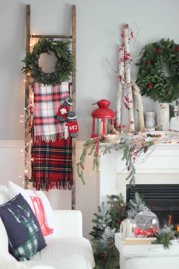 farmhouse-inspired-christmas-decor-fireplace