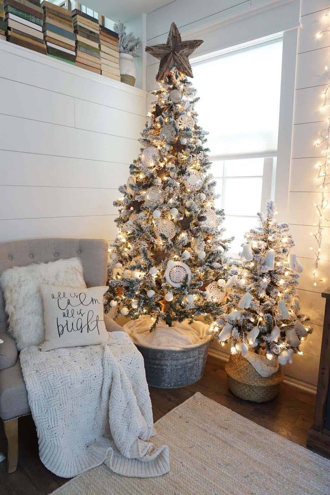 farmhouse-inspired-christmas-decor-neutral-living-room