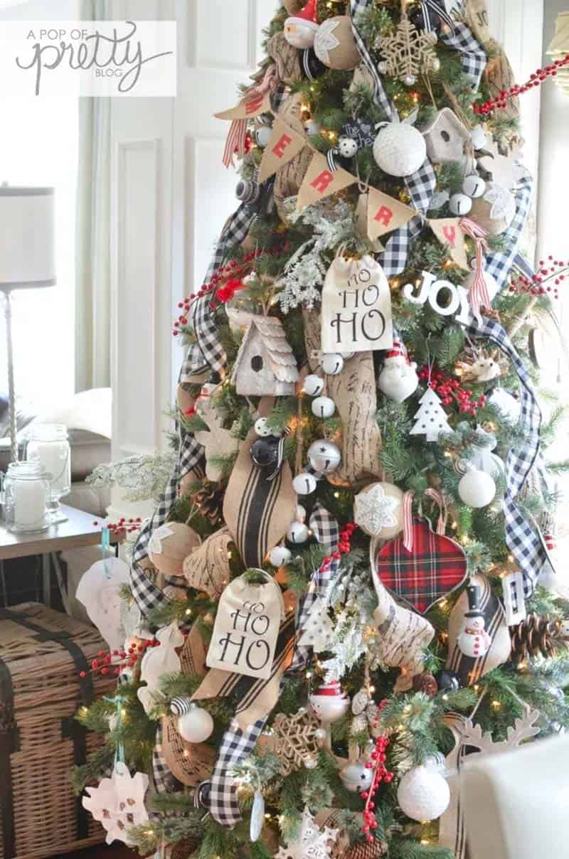 farmhouse-inspired-christmas-decorated-tree-plaid-buffalo-check