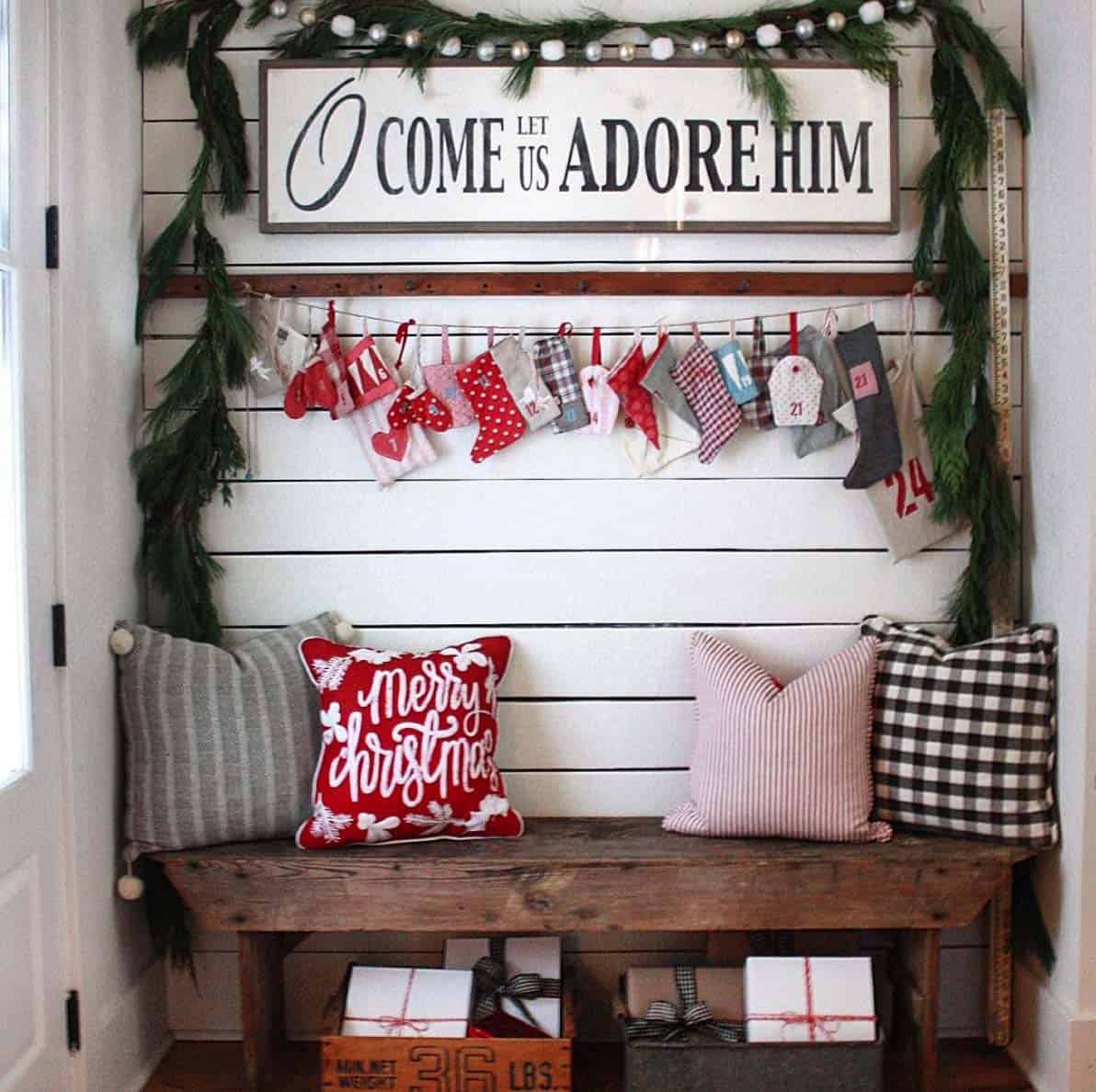farmhouse-inspired-christmas-decorated-entry-nook