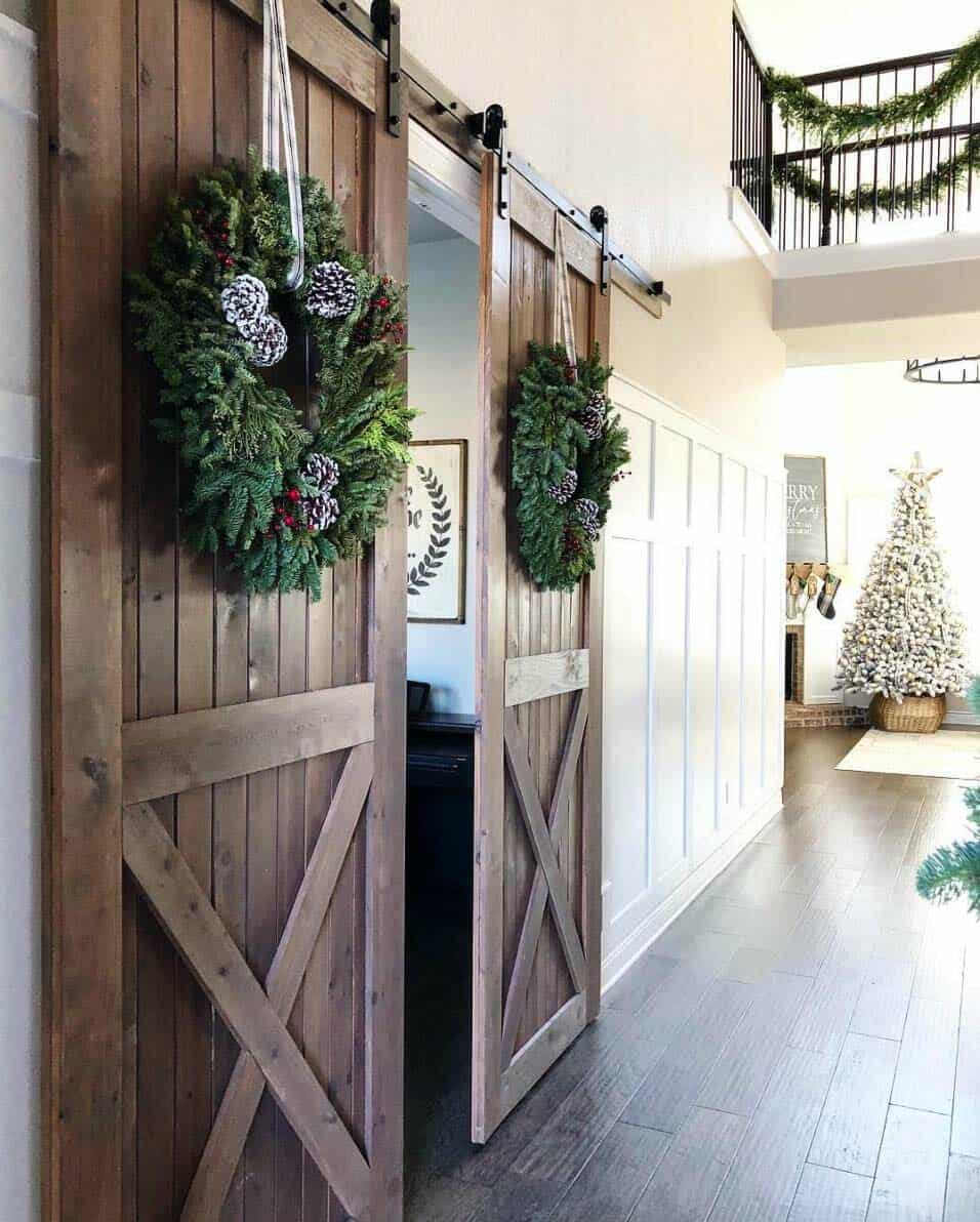 farmhouse-inspired-christmas-decor-wreaths