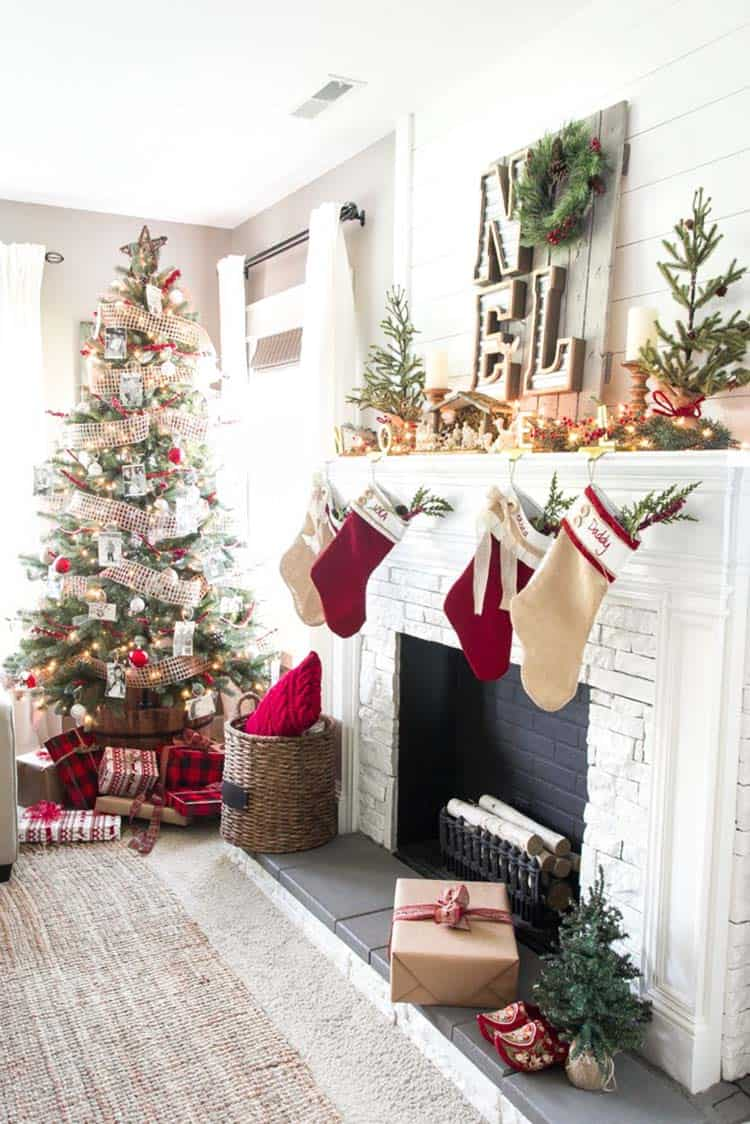 farmhouse-inspired-christmas-decorated-fireplace-mantel
