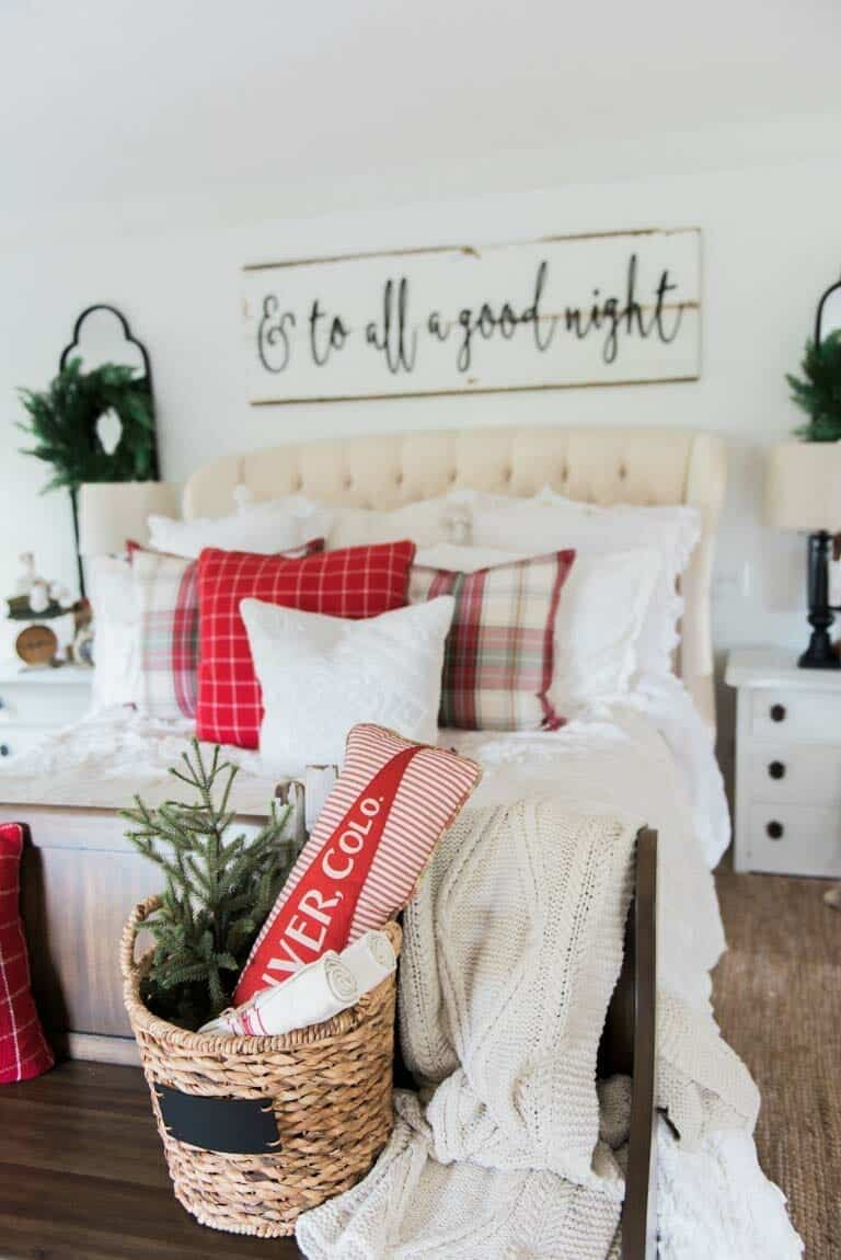 farmhouse-inspired-christmas-decorated-cozy-bedroom
