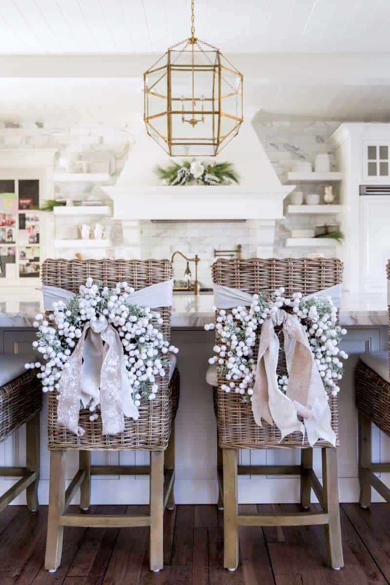 farmhouse-inspired-christmas-decorated-kitchen