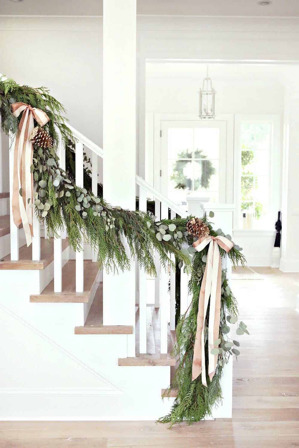 farmhouse-inspired-christmas-decorated-staircase