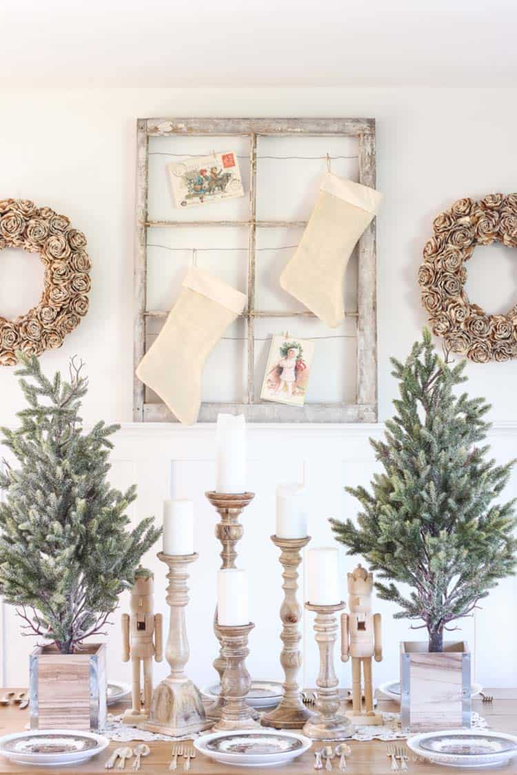 farmhouse-inspired-christmas-decorated-dining-room