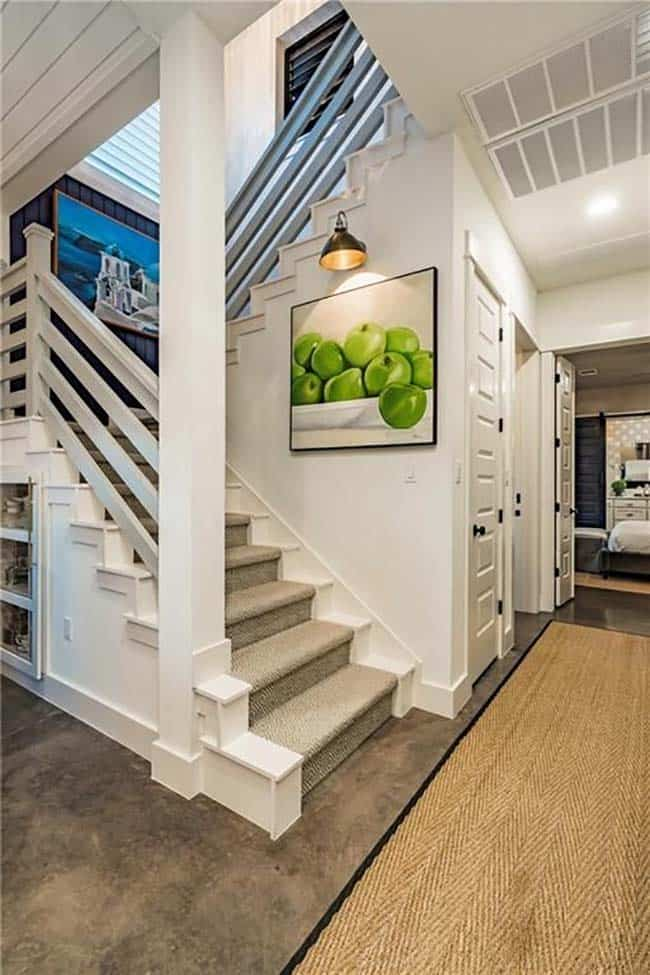 farmhouse-inspired-home-staircase