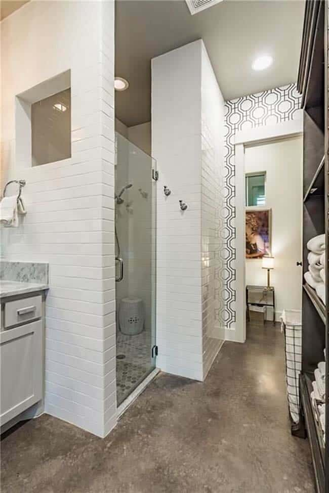 farmhouse-inspired-home-bathroom