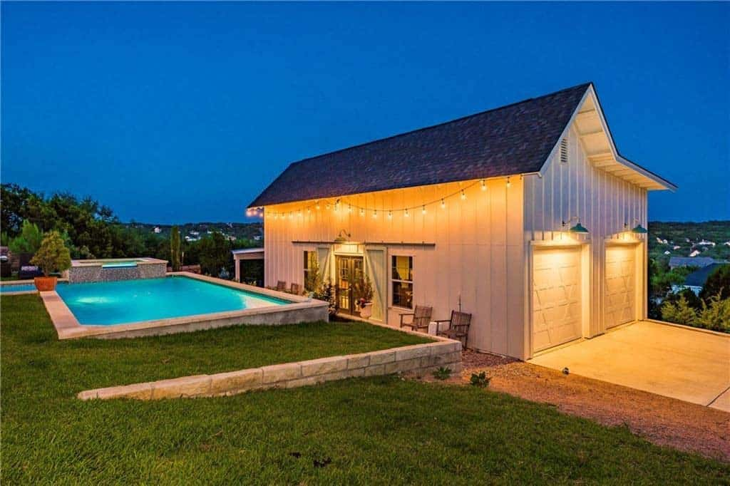 farmhouse-inspired-home-pool