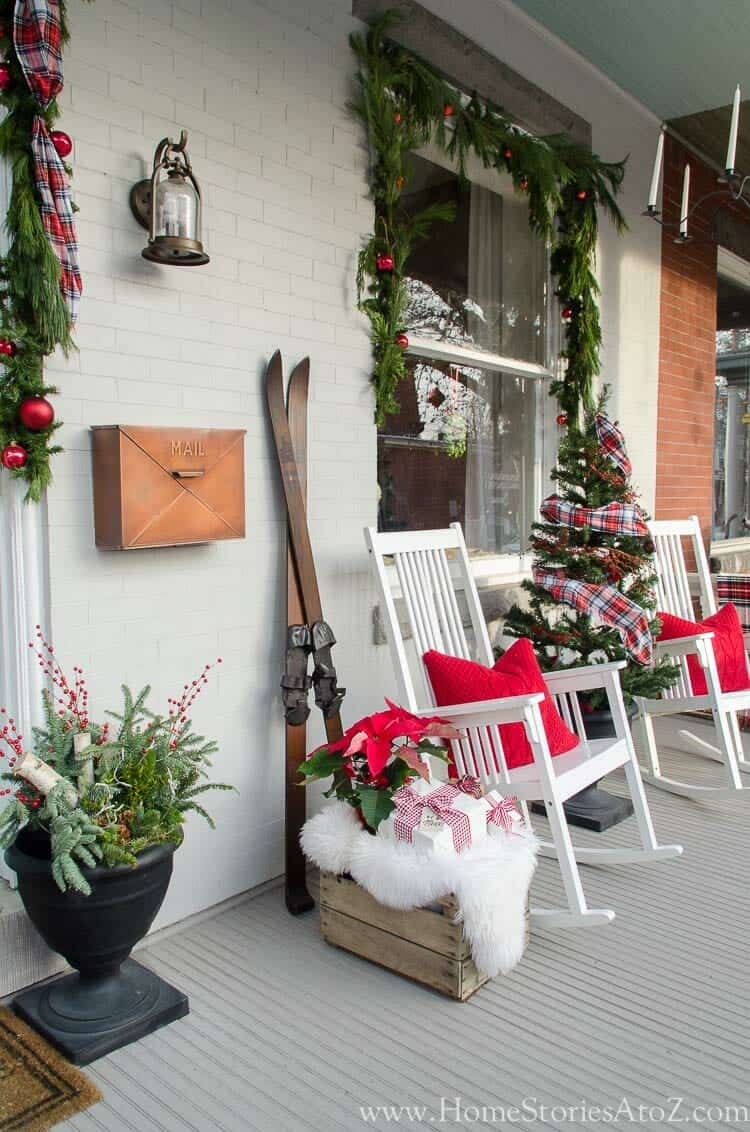 outdoor-christmas-decorated-front-porch