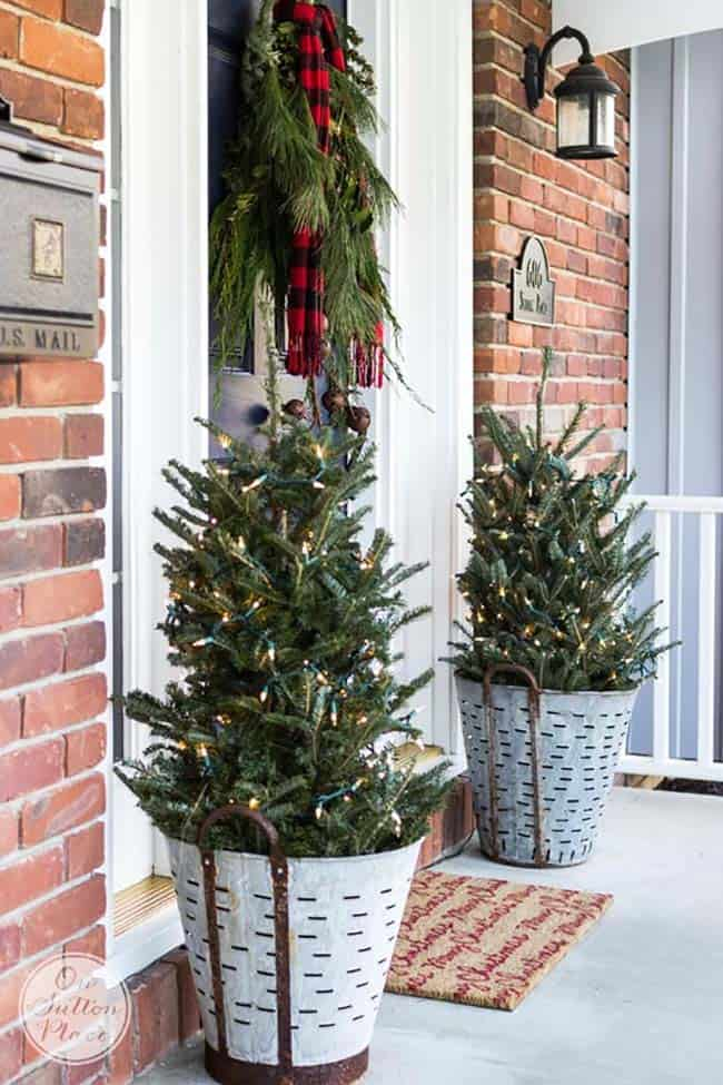 outdoor christmas decorated front porch