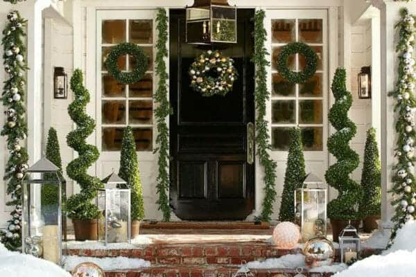 featured posts image for 28 Wonderful Christmas decorating ideas for magical outdoor spaces