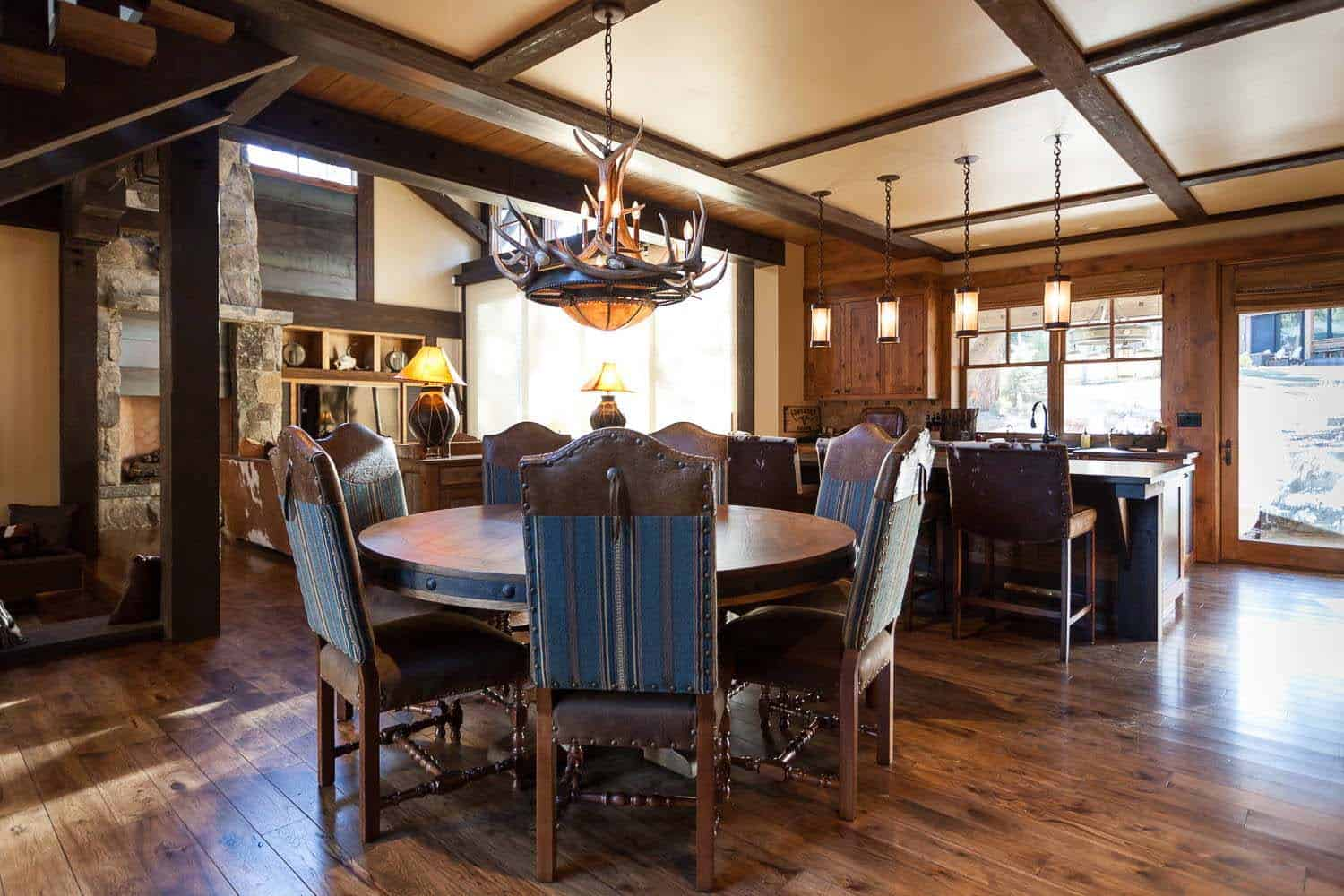 cabin-traditional-dining-room