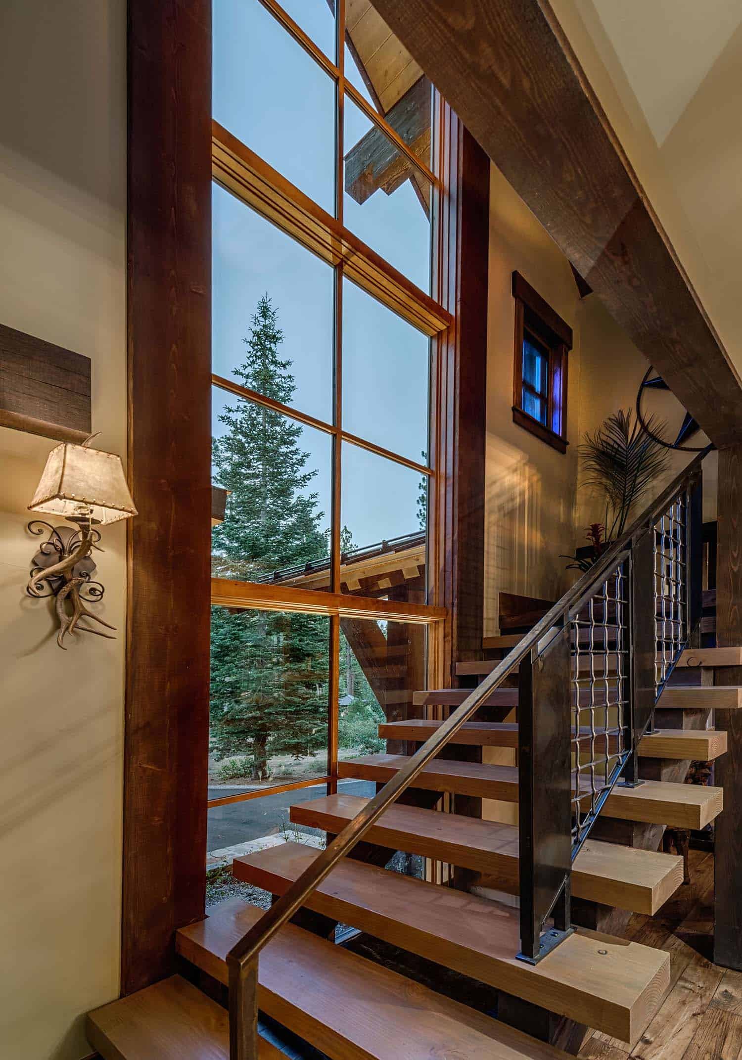 cabin-traditional-staircase