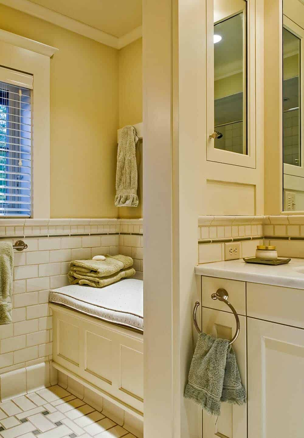 traditional-guest-bathroom