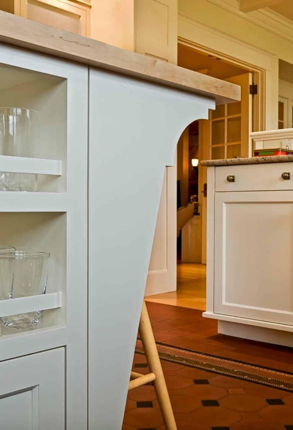 kitchen-island-detail-traditional-kitchen