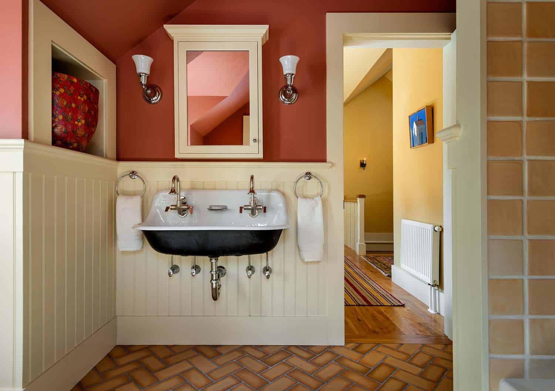 lake-house-retreat-traditional-bathroom