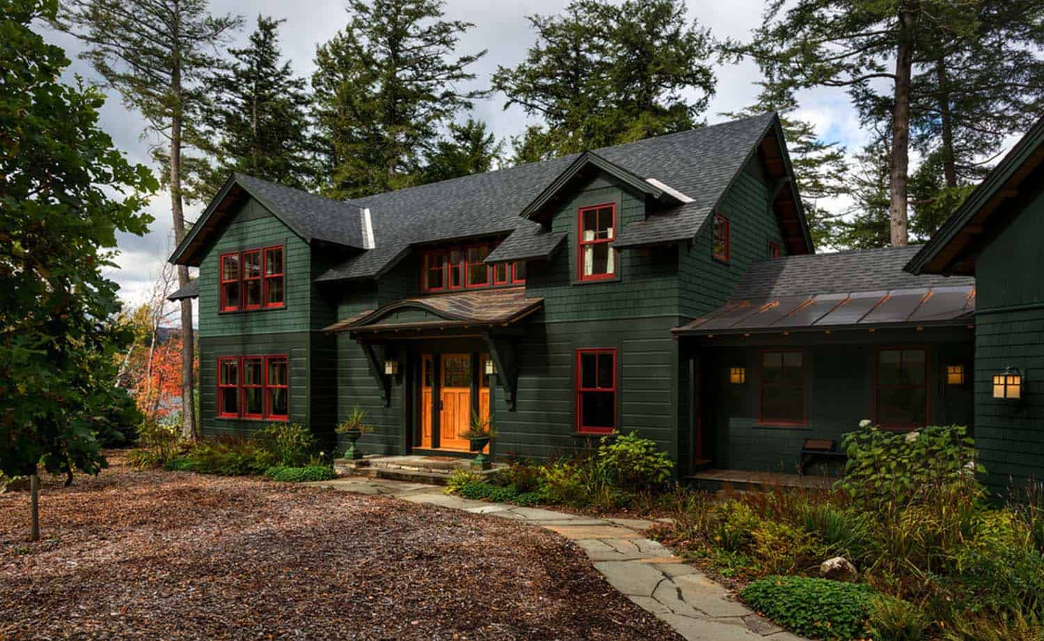 lake-house-retreat-traditional-exterior