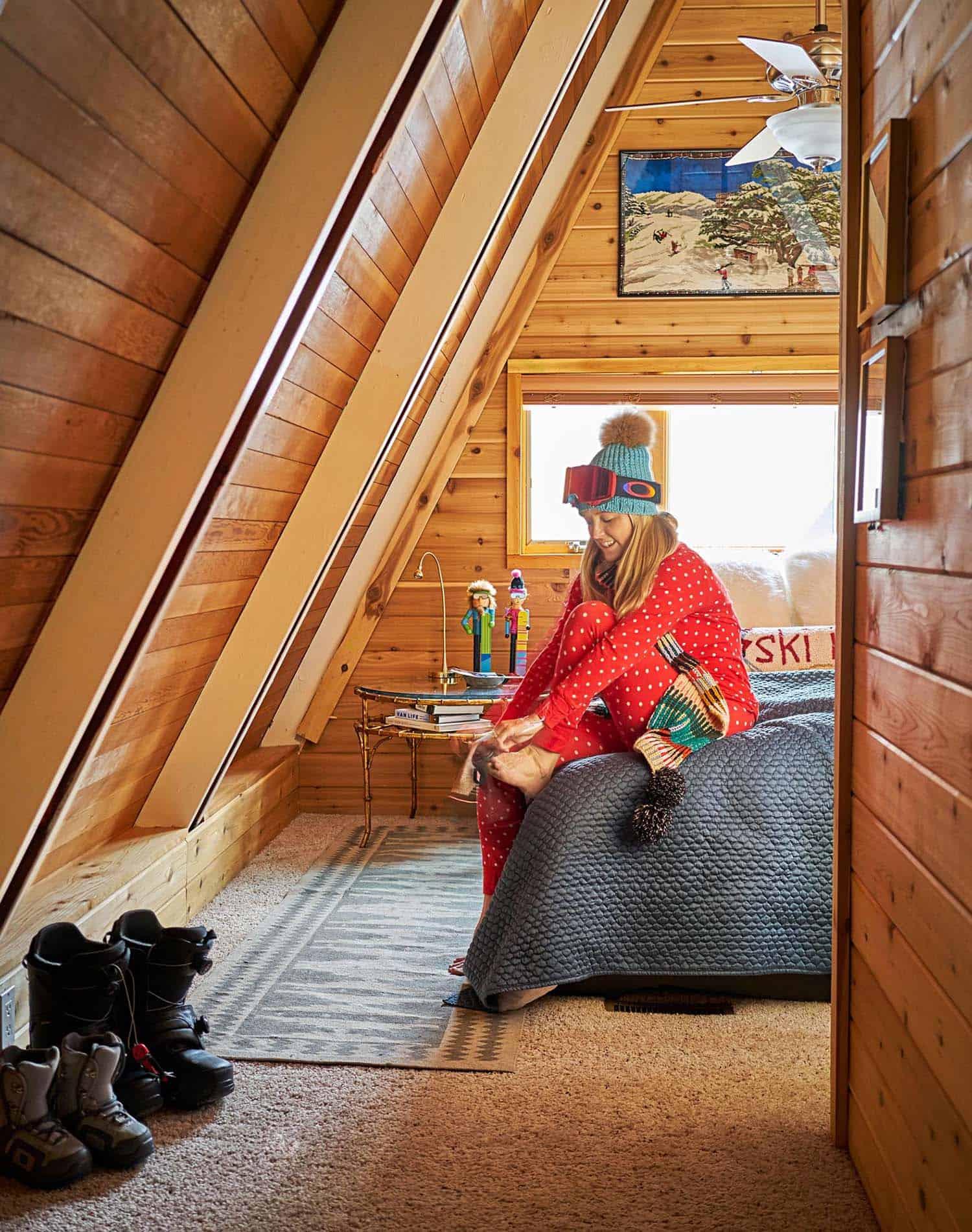 a-frame-cabin-ski-getaway-bedroom