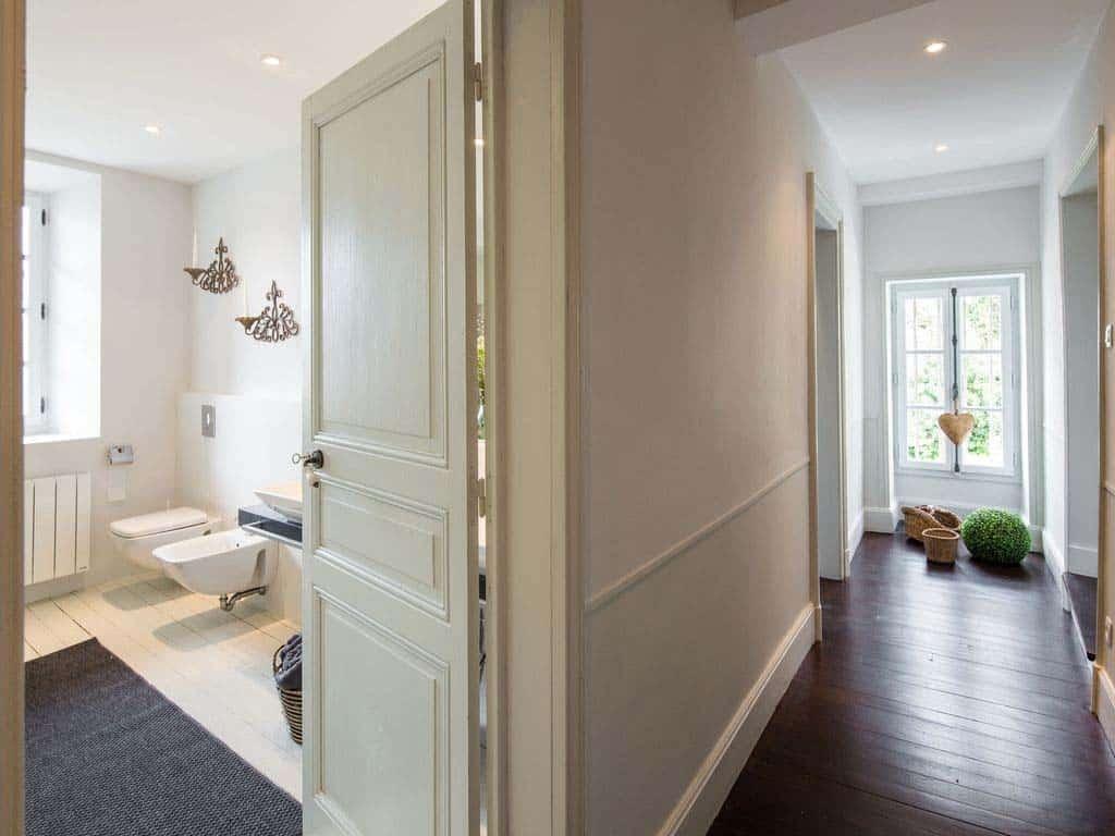 maison-bambou-french-villa-hallway