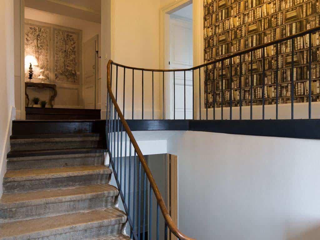 maison-bambou-french-villa-staircase