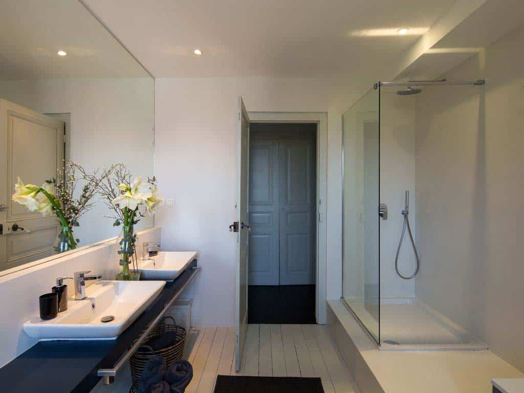 maison-bambou-french-villa-bathroom
