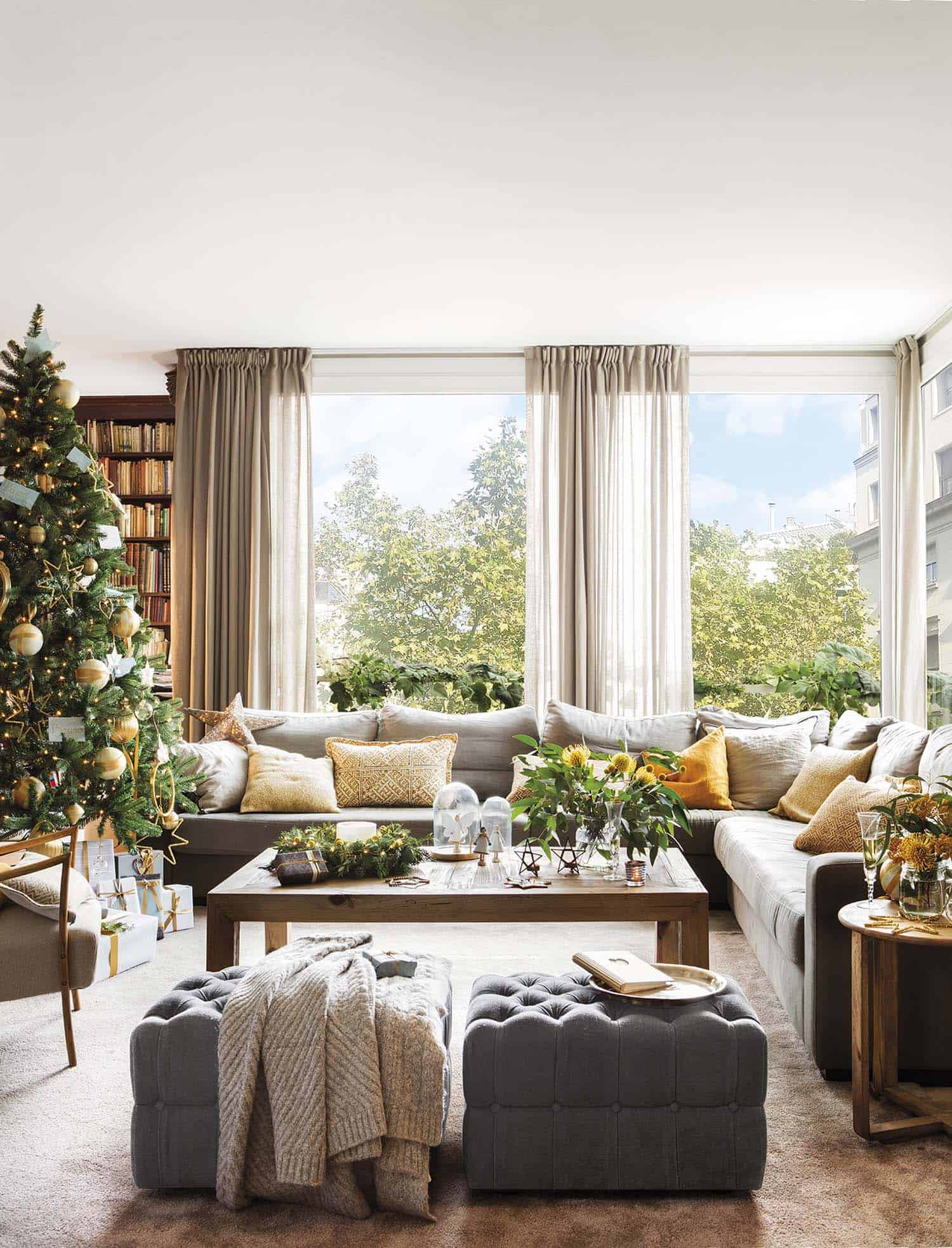 christmas-decorated-living-room