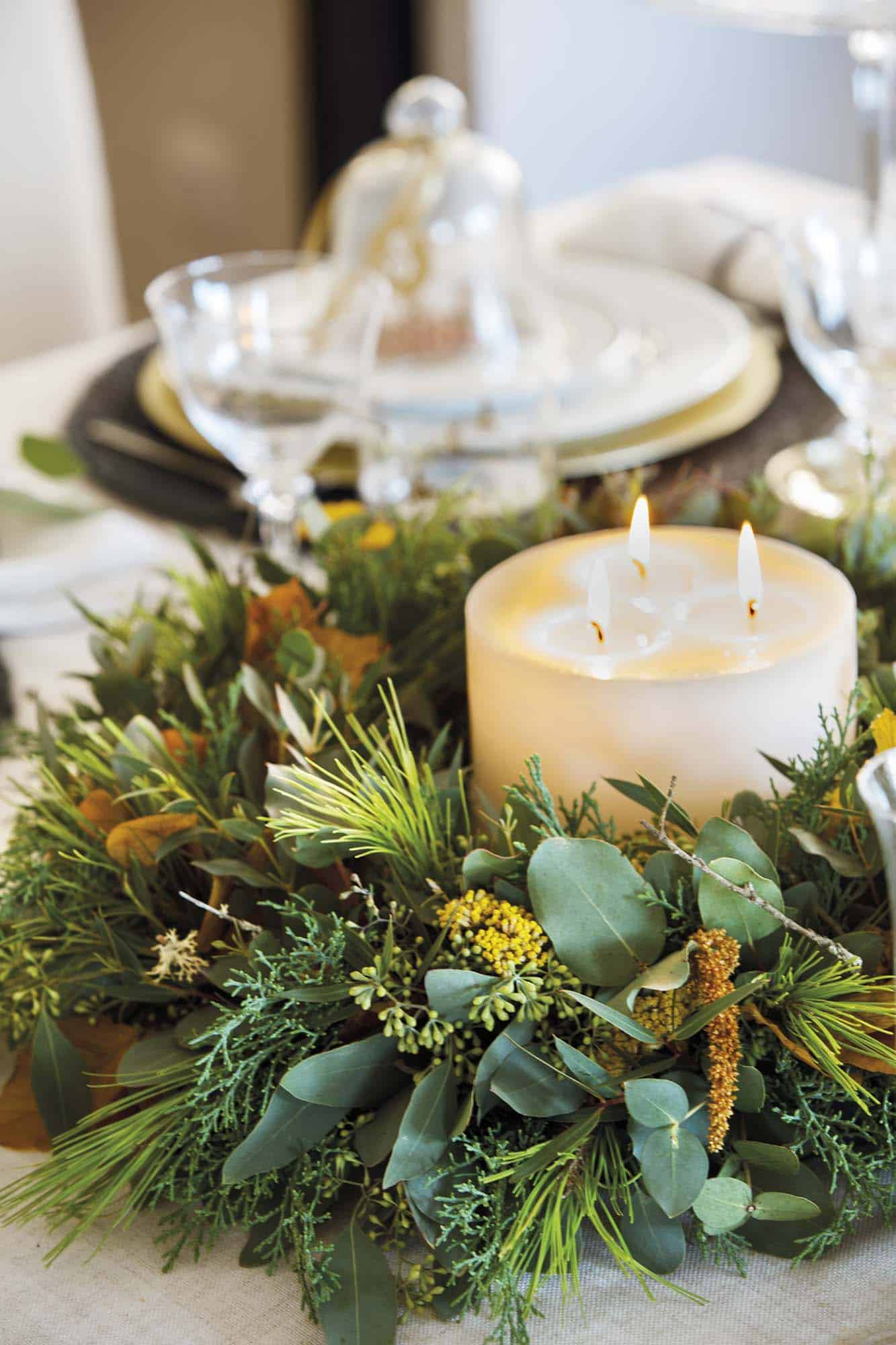 christmas-decorated-dining-table
