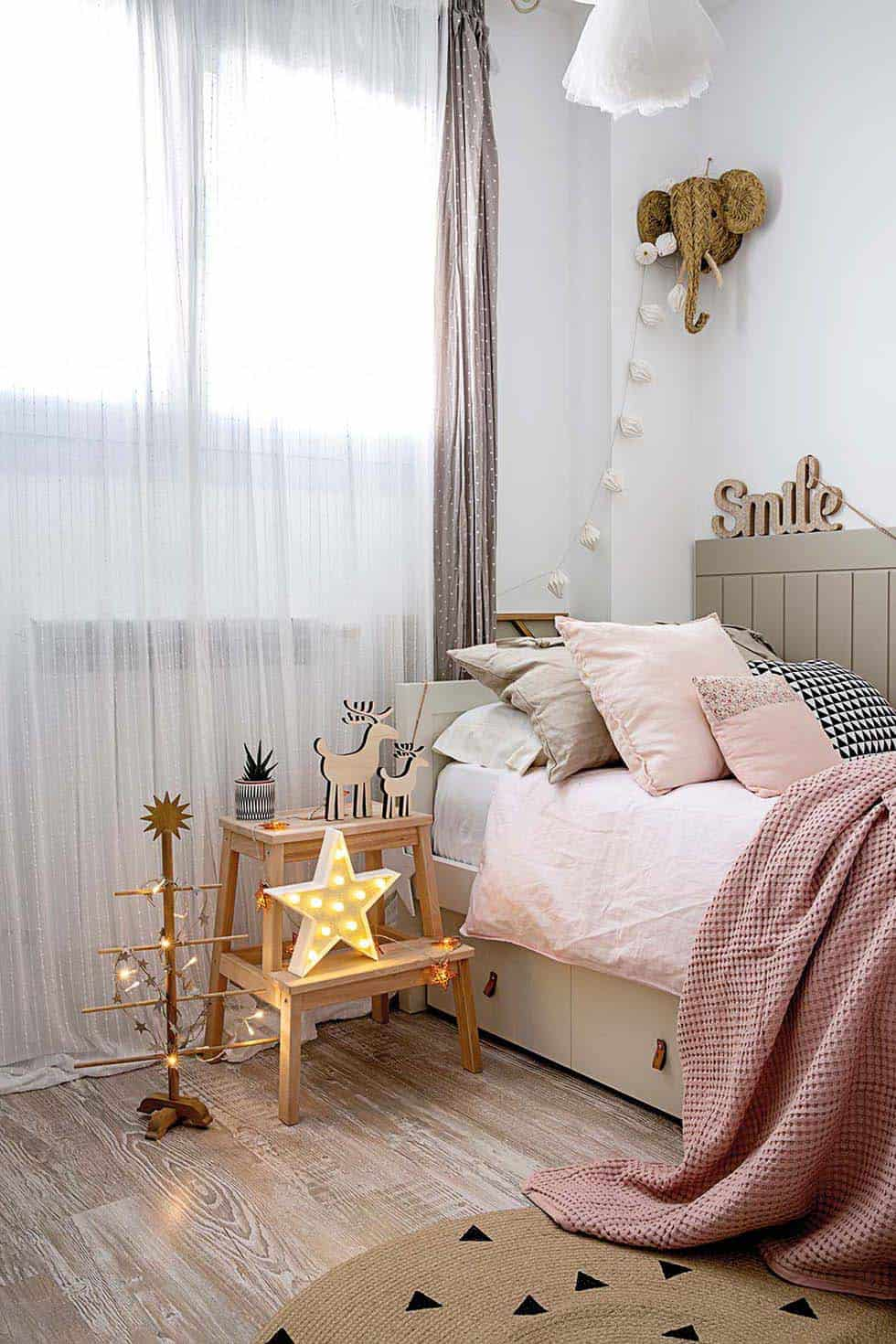 nordic-decorated-christmas-bedroom