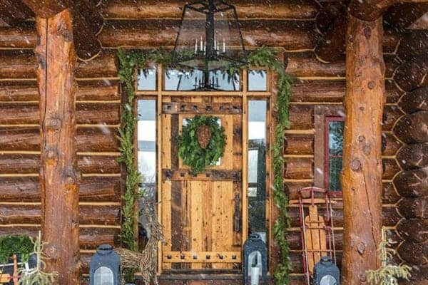featured posts image for Wyoming log cabin gets beautifully decked out for the holidays