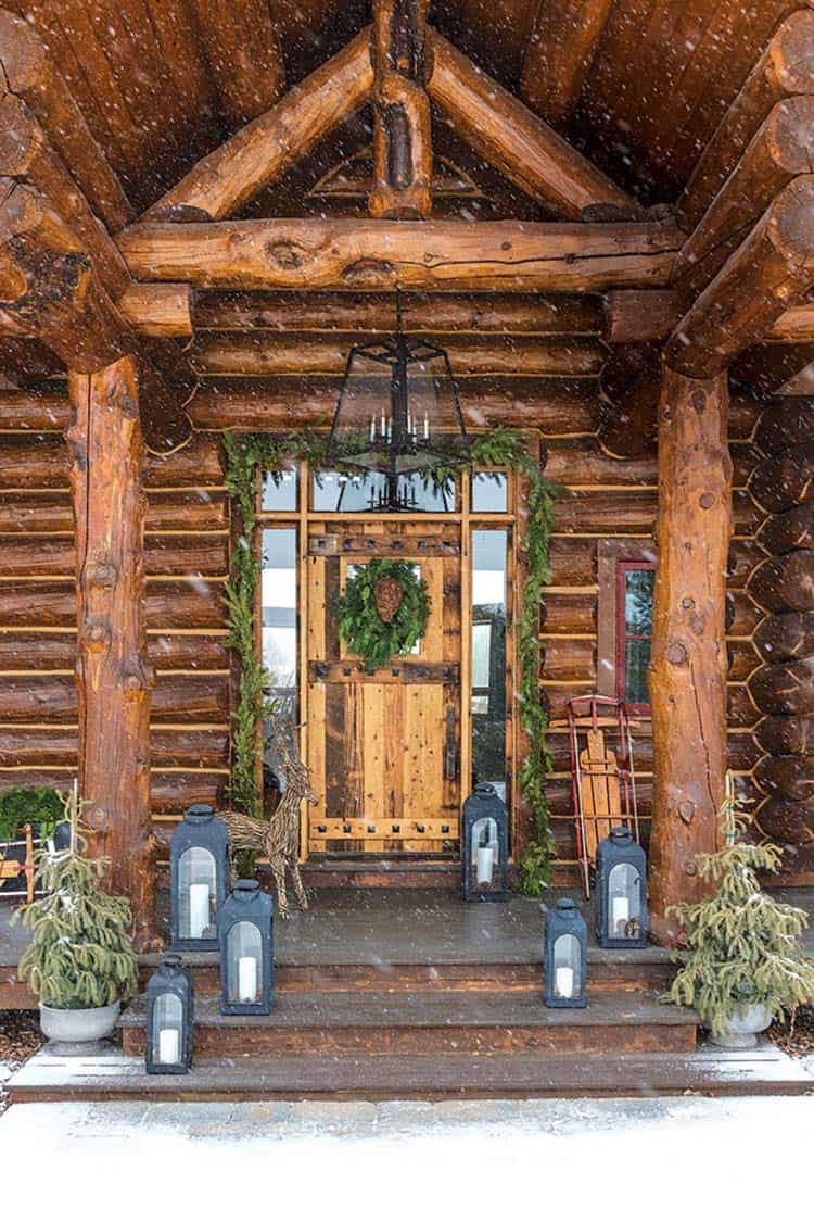 christmas-decorated-log-cabin-entry